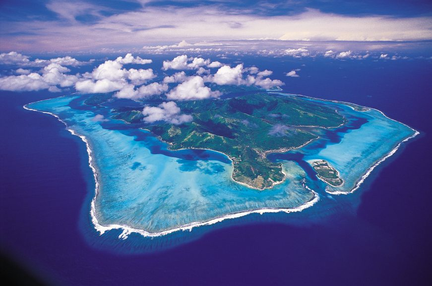 Vista aérea de Huahine, na Polinésia Francesa | foto: © TAHITI TOURISME – Philippe Bacchet