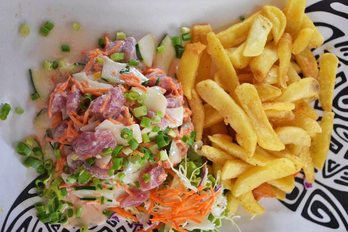 Prato típico polinésio: atum cru com leite de coco | foto: Lala Rebelo