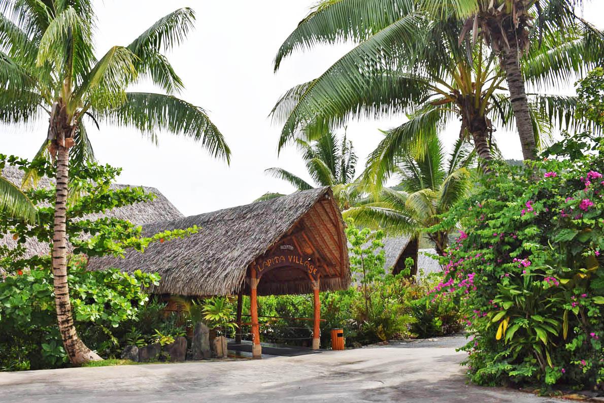 Entrada do hotel Maitai Lapita Village, Huahine | foto: Lala Rebelo