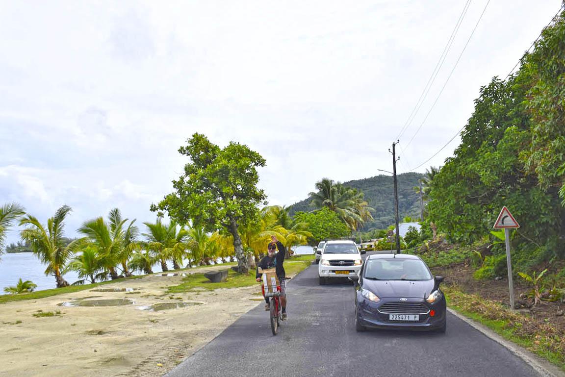 Pelas ruas e vilarejos de Huahine | foto: Lala Rebelo