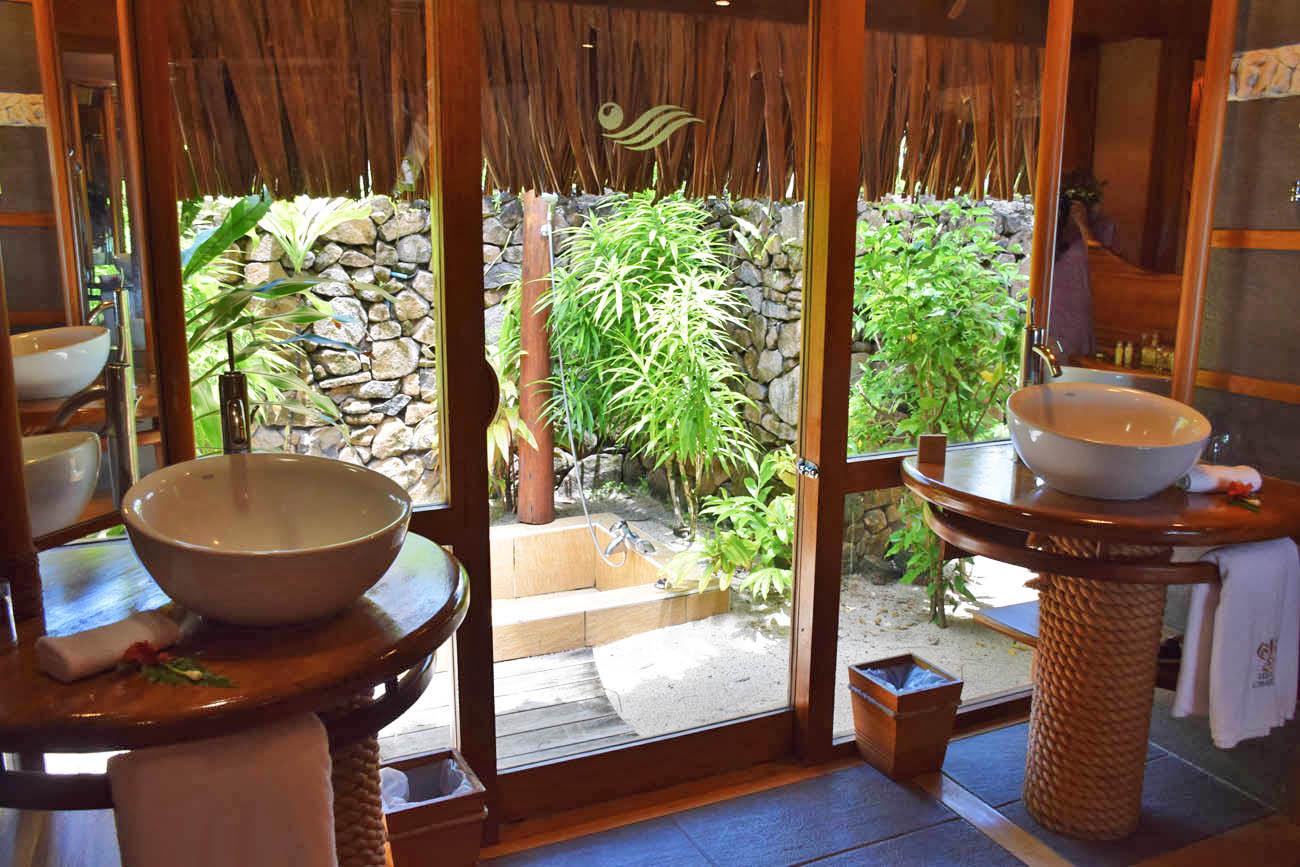 Banheiro da Beach Villa - Le Taha'a Island Resort | foto: Lala Rebelo