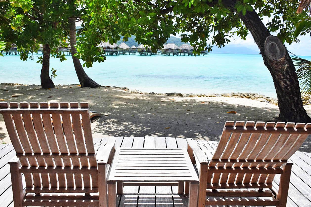 Deck na praia - Beach Villa - Le Taha'a Island Resort | foto: Lala Rebelo