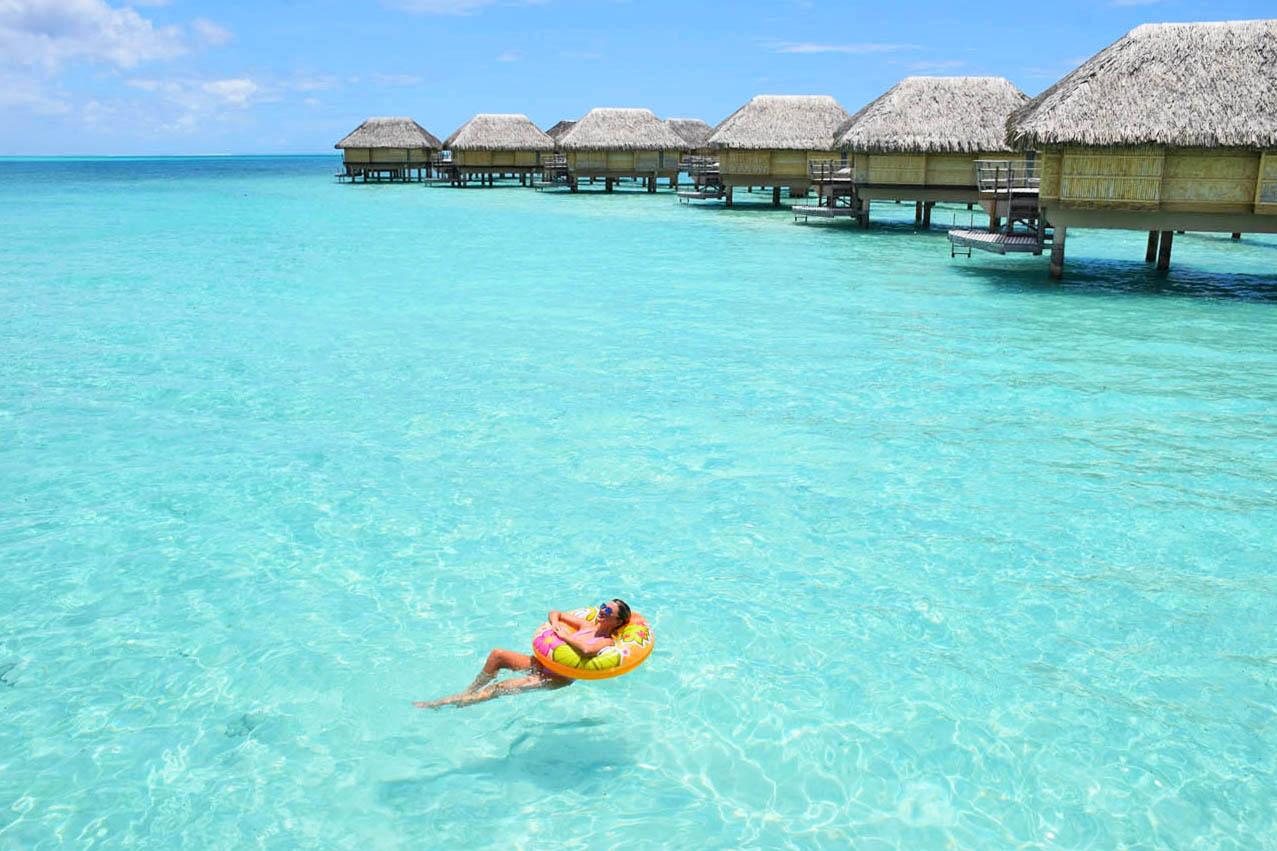 O mar que rodeia os bangalôs... Uma calmaria que só! Le Taha'a Island Resort