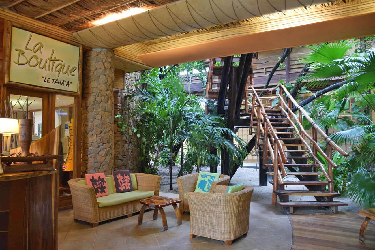 Lobby do hotel, em estilo rústico | foto: Lala Rebelo