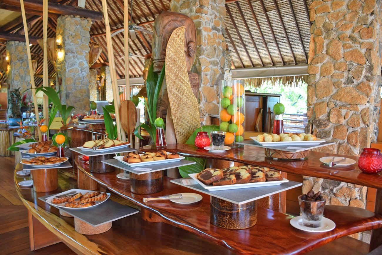 Buffet de café da manhã - Restaurante Le Vanille - Le Taha'a Island Resort | foto: Lala Rebelo
