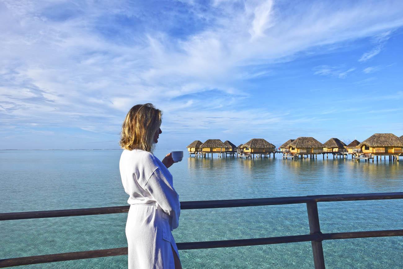 Que tal acordar no bangalô com esse visual? Le Taha'a Island Resort | foto: Lala Rebelo