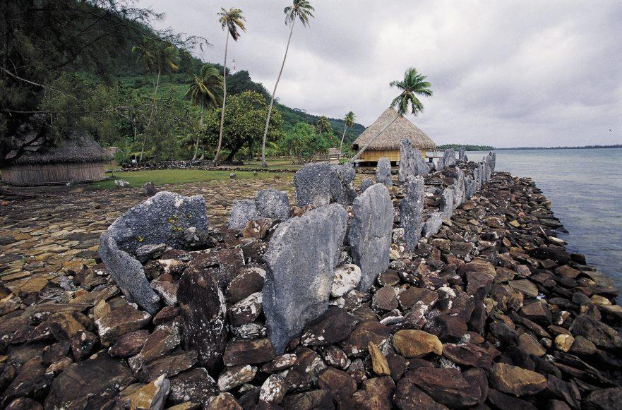 Marae Maeva em Huahine | foto: © TAHITI TOURISME – tim-mckenna.com