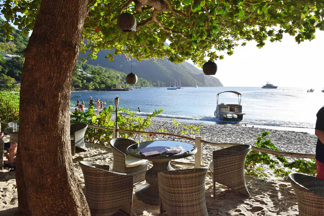 Bayside bar e restaurante do hotel Viceroy Sugar Beach - St Lucia | foto: Lala Rebelo