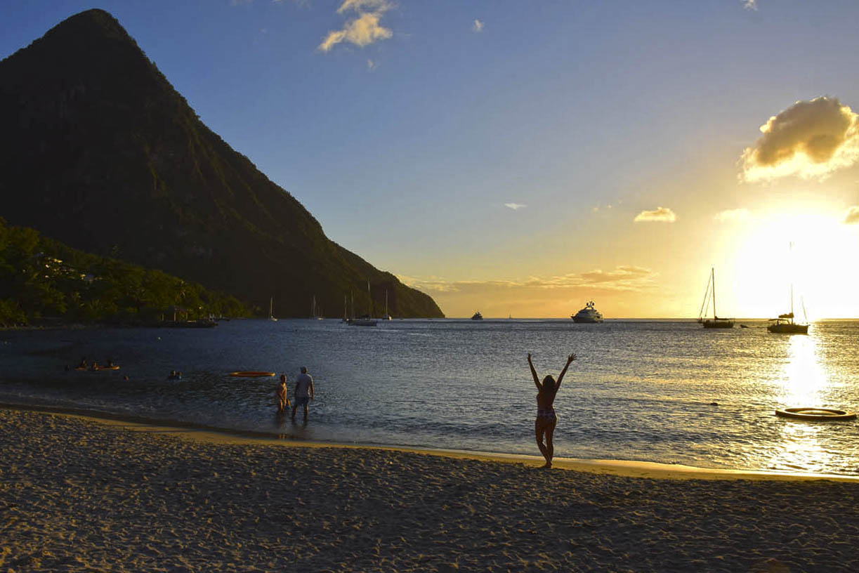 Pôr do sol maravilhoso na praia Anse des Pitons / Sugar Beach | foto: Lala Rebelo