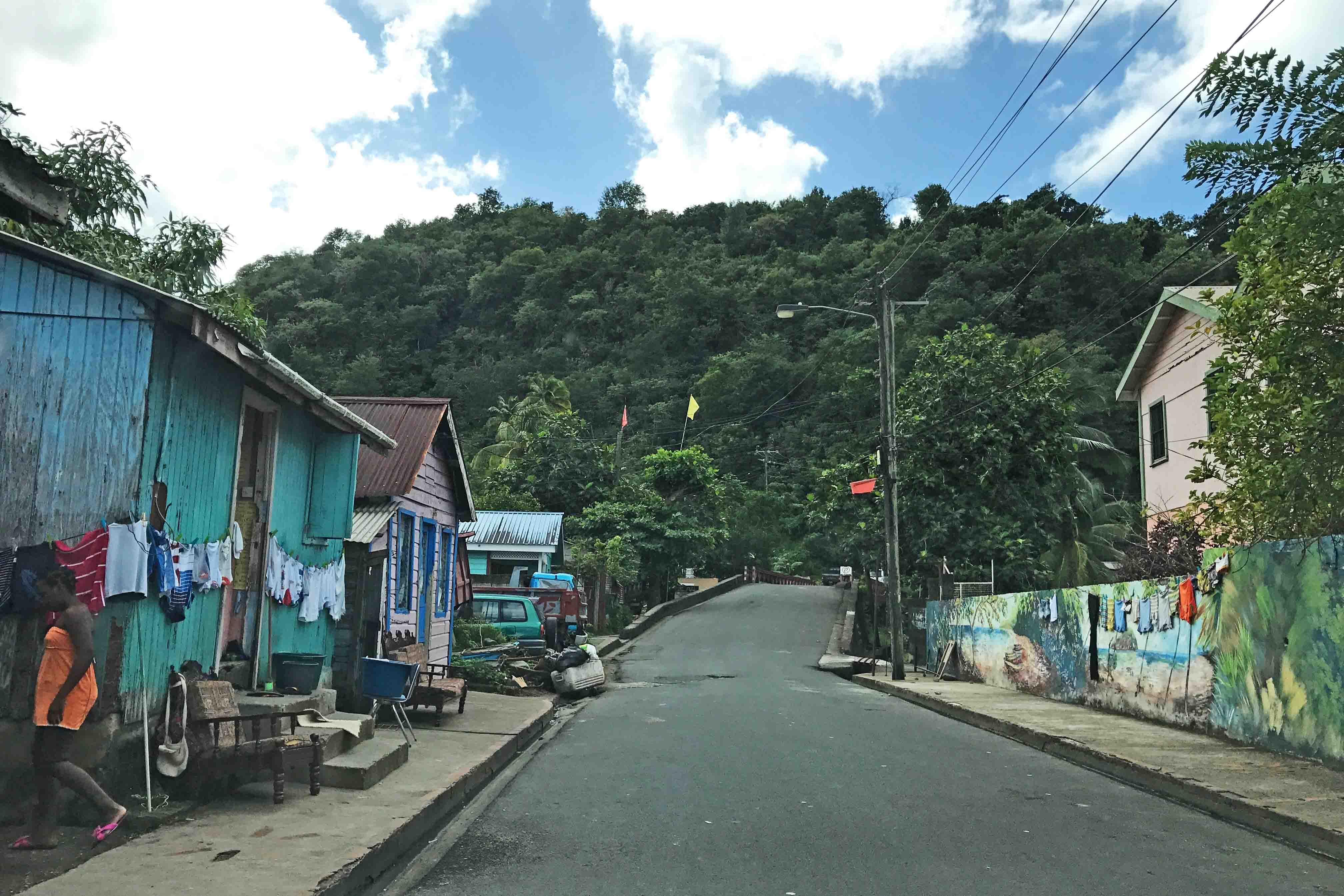 Algumas cidades de St Lucia são muito humildes | foto: Lala Rebelo