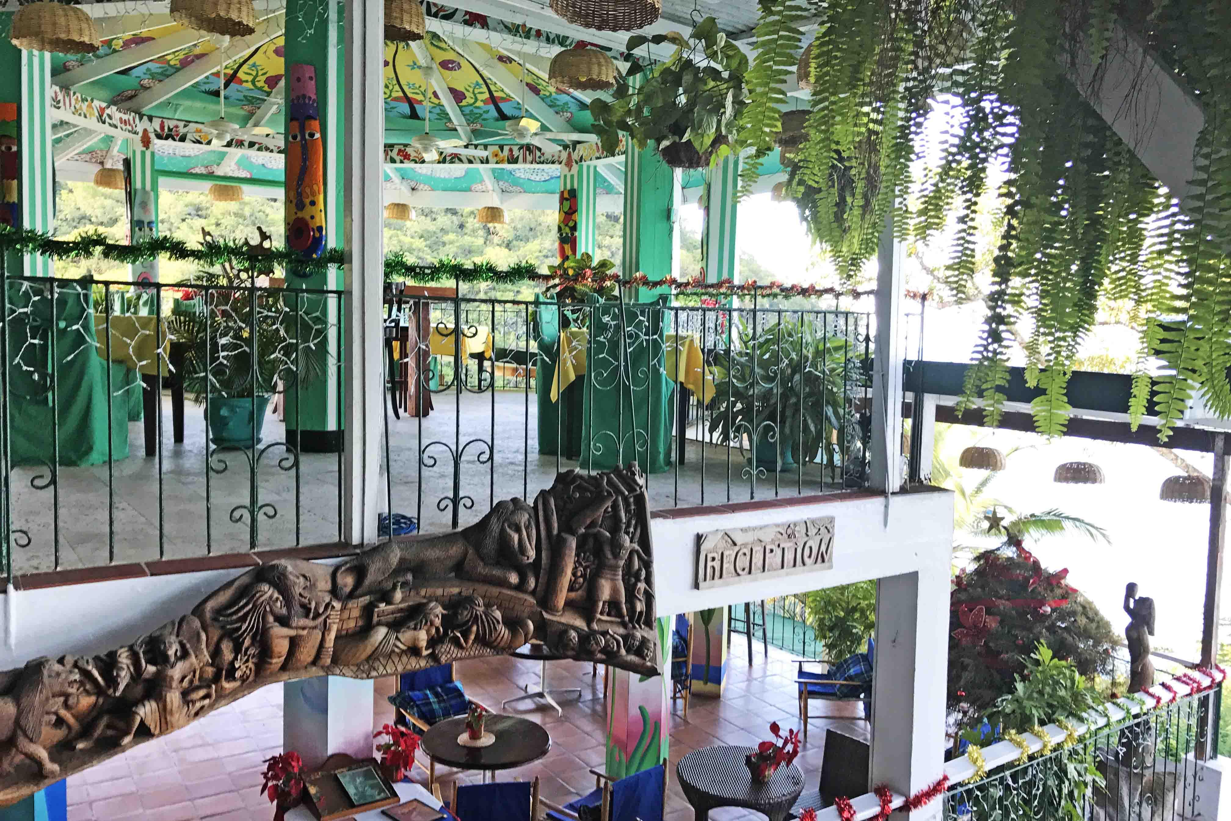 Recepção do Anse Chastanet Resort - tudo muito rústico | foto: Lala Rebelo