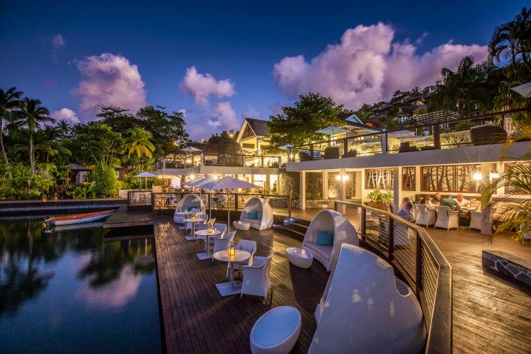 Parte externa do Restaurante/Basr Rum Cave no hotel Capella, em Marigot Bay, St. Lucia | foto: divulgação