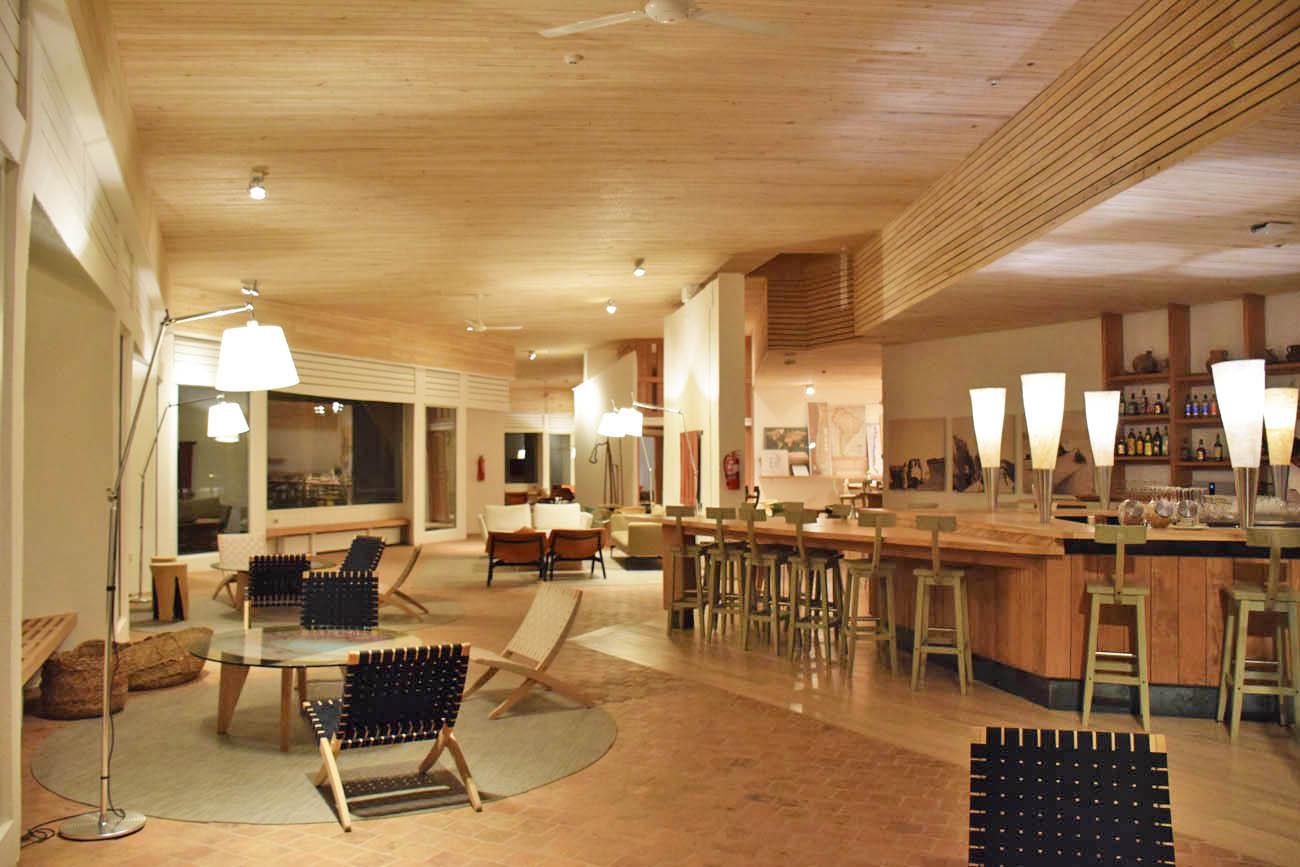 hotel explora atacama chile bar dos exploradores