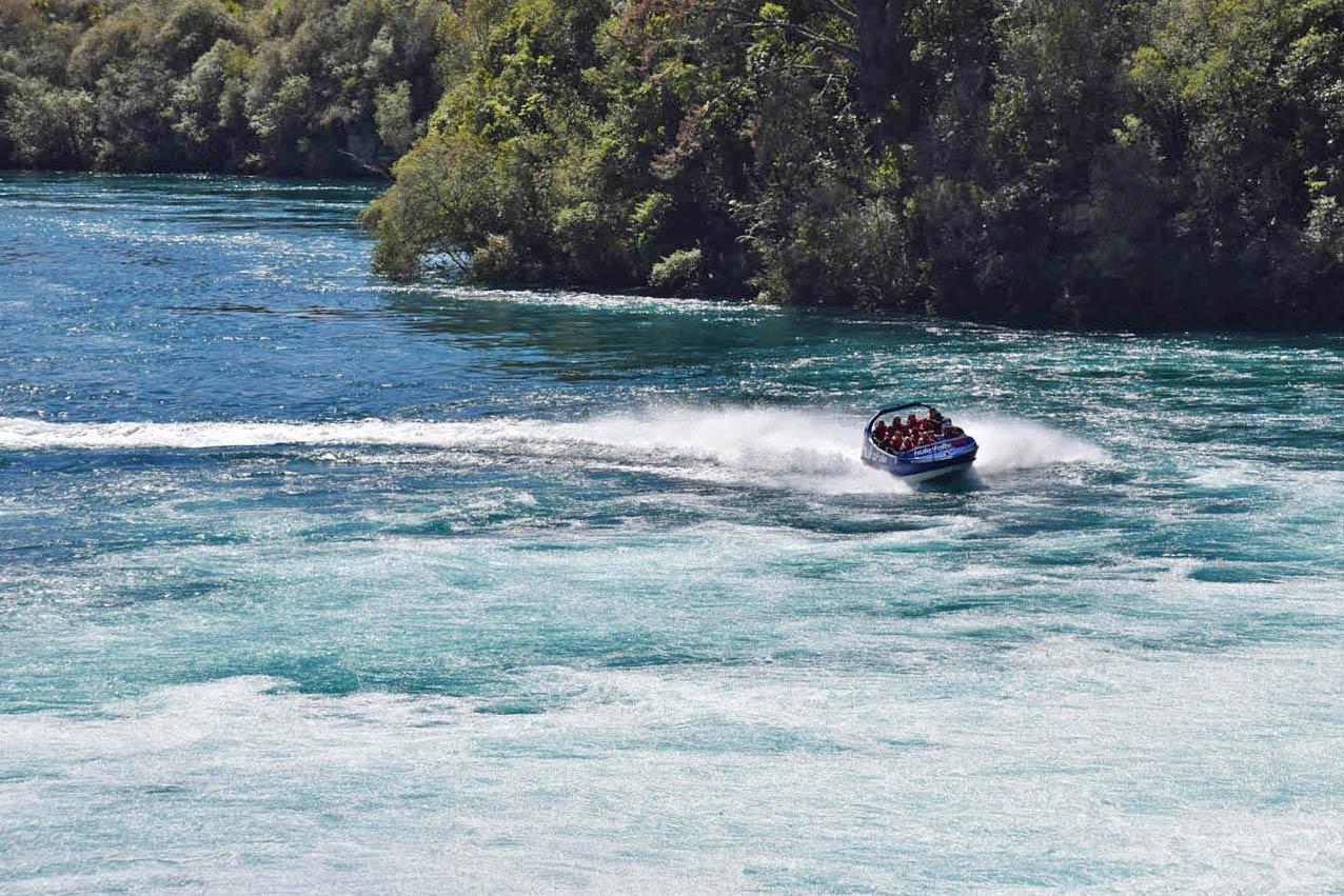 huka falls taupo jet boat