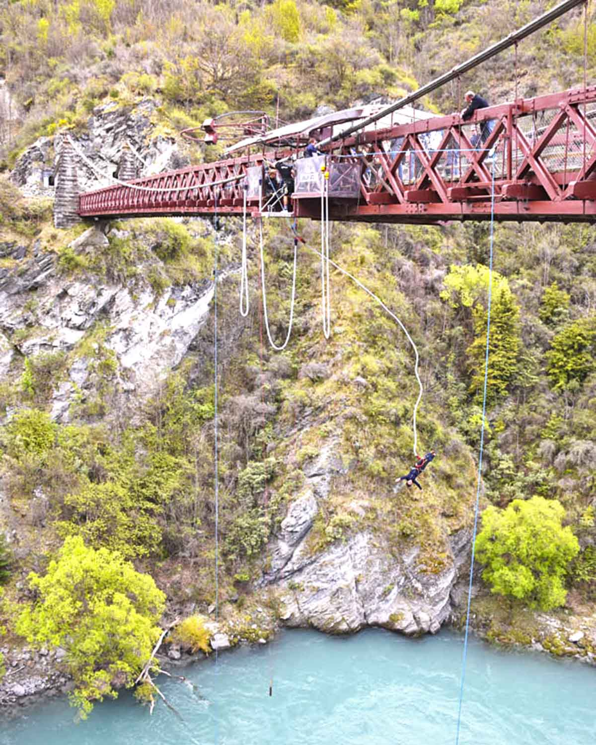 kawarau bridge bungy jump new zealand