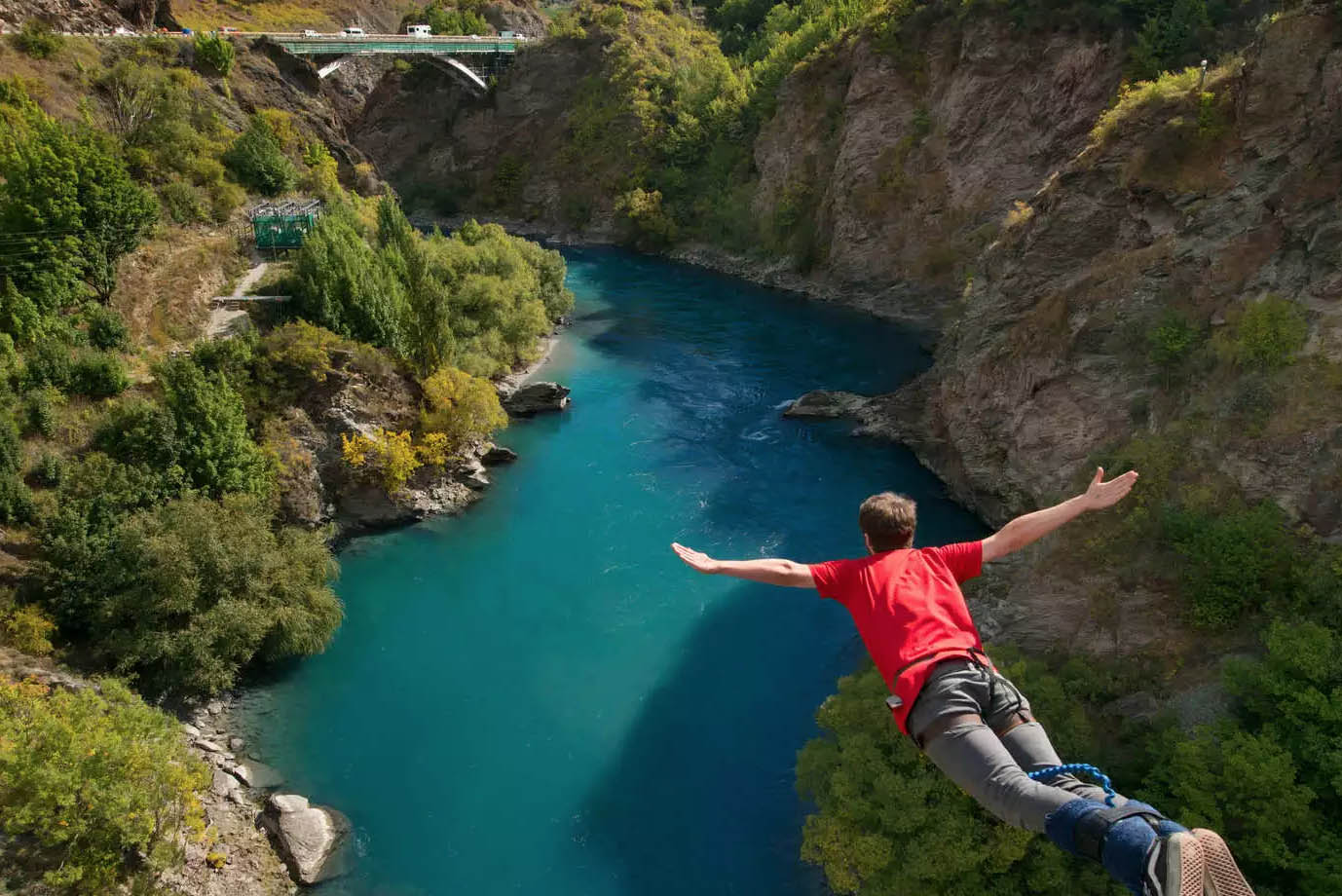 kawarau bridge bungy jump queenstown new zealand