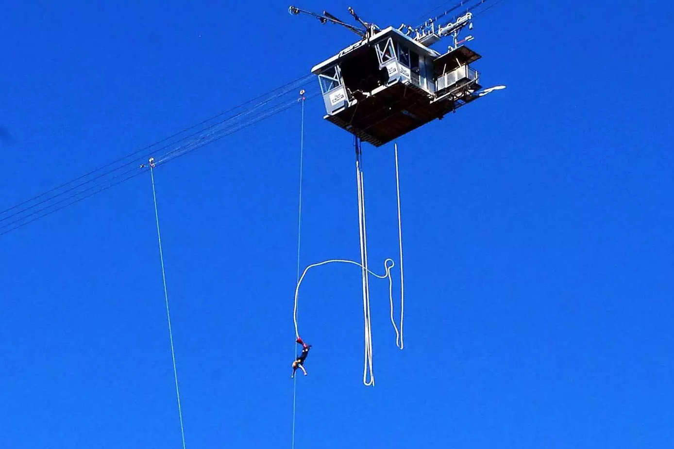 the nevis bungy jump queenstown new zealand
