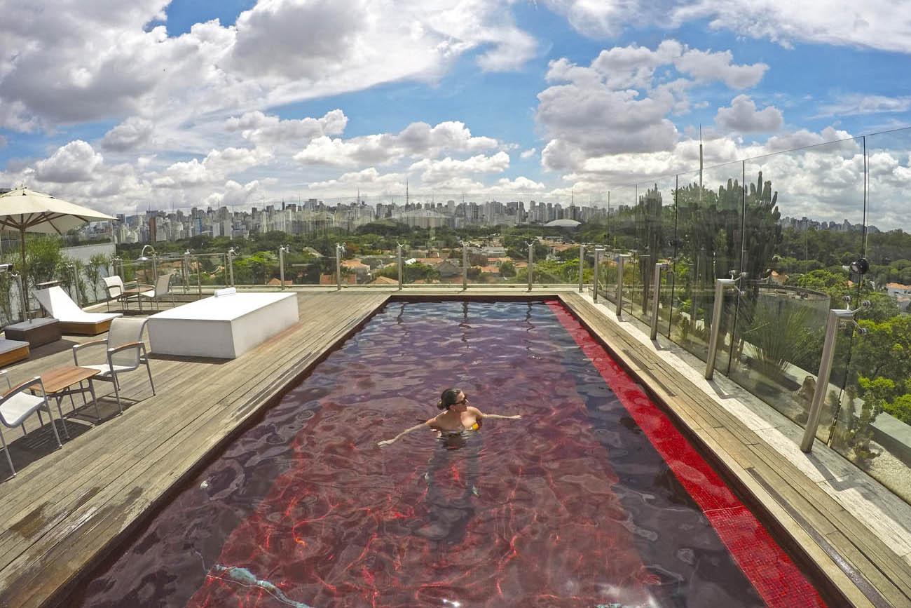 hotel unique piscina vermelha skye bar