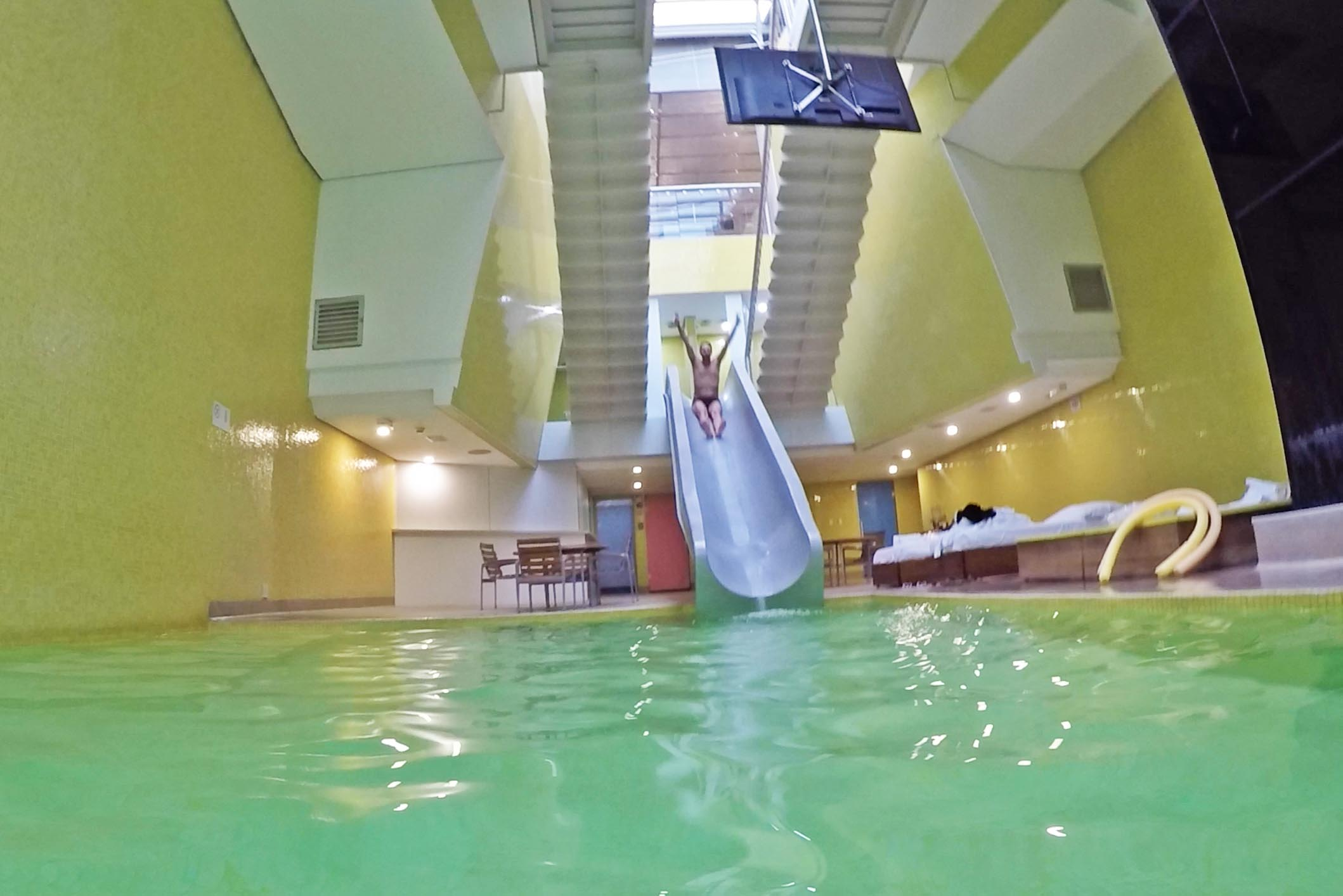 hotel unique indoor pool piscina coberta toboágua tobogã water slide