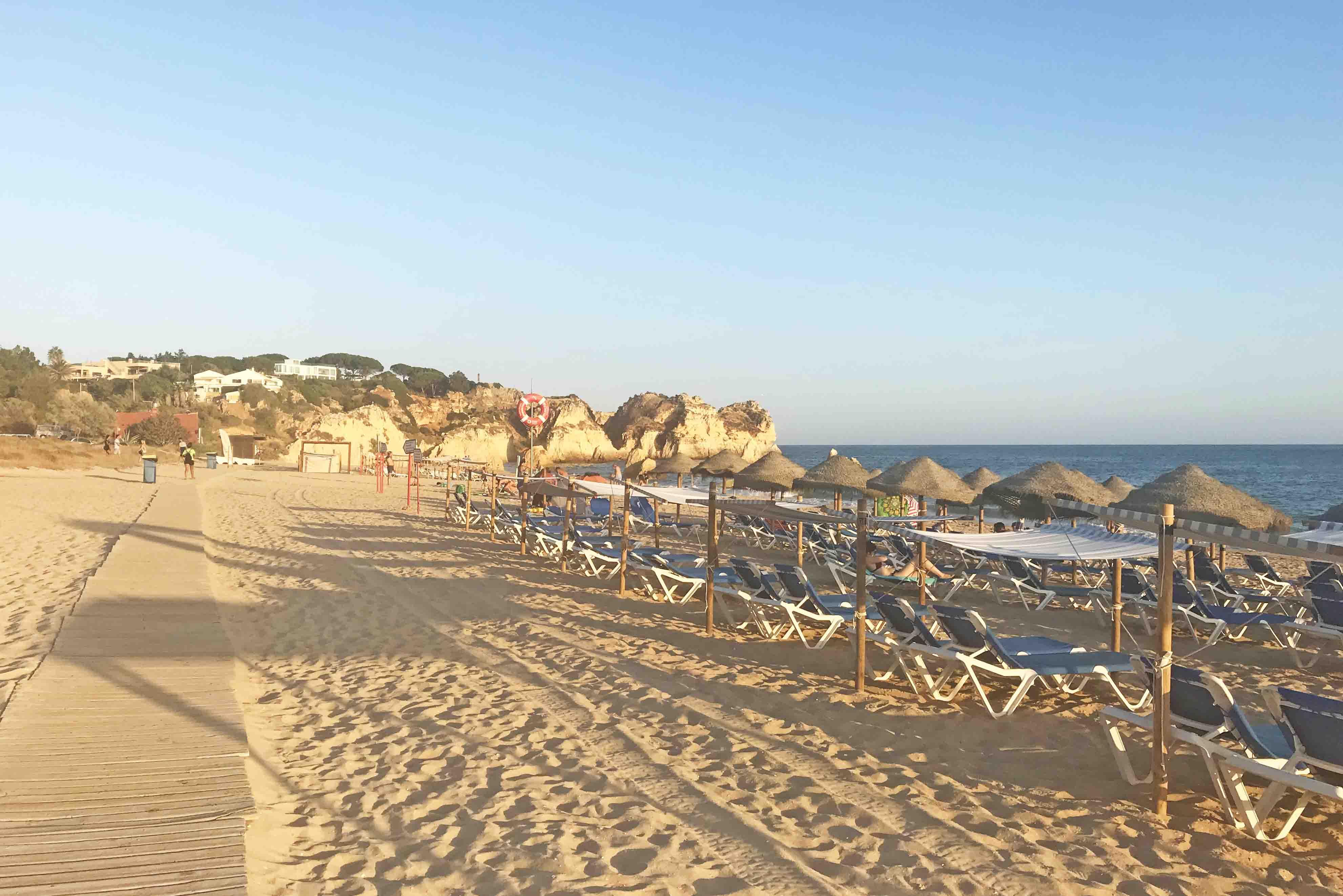 praia tres irmaos algarve