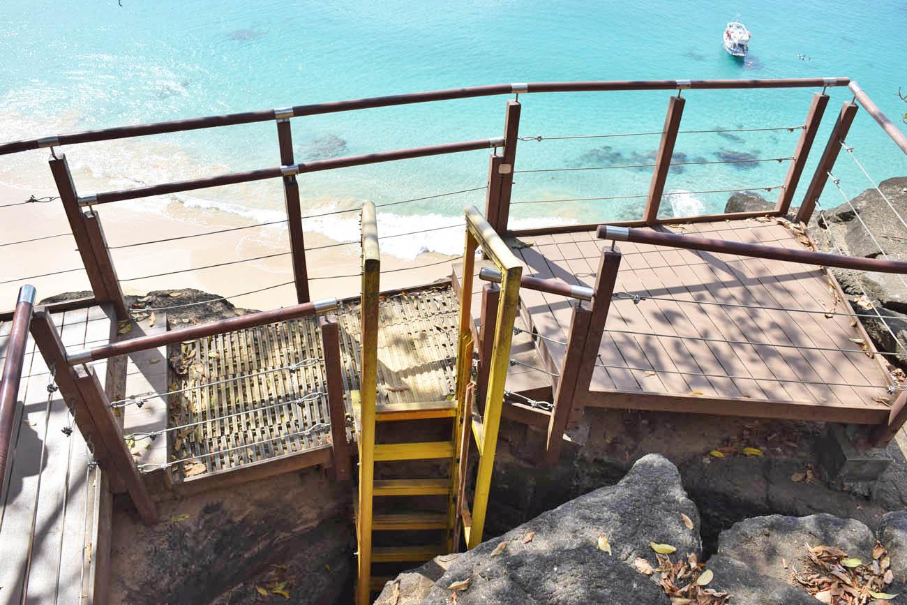 escada acesso praia do sancho fernando de noronha