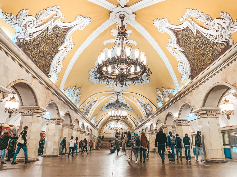 Tour pelo metro de Moscou - Estações mais bonitas - Komsomolskaya