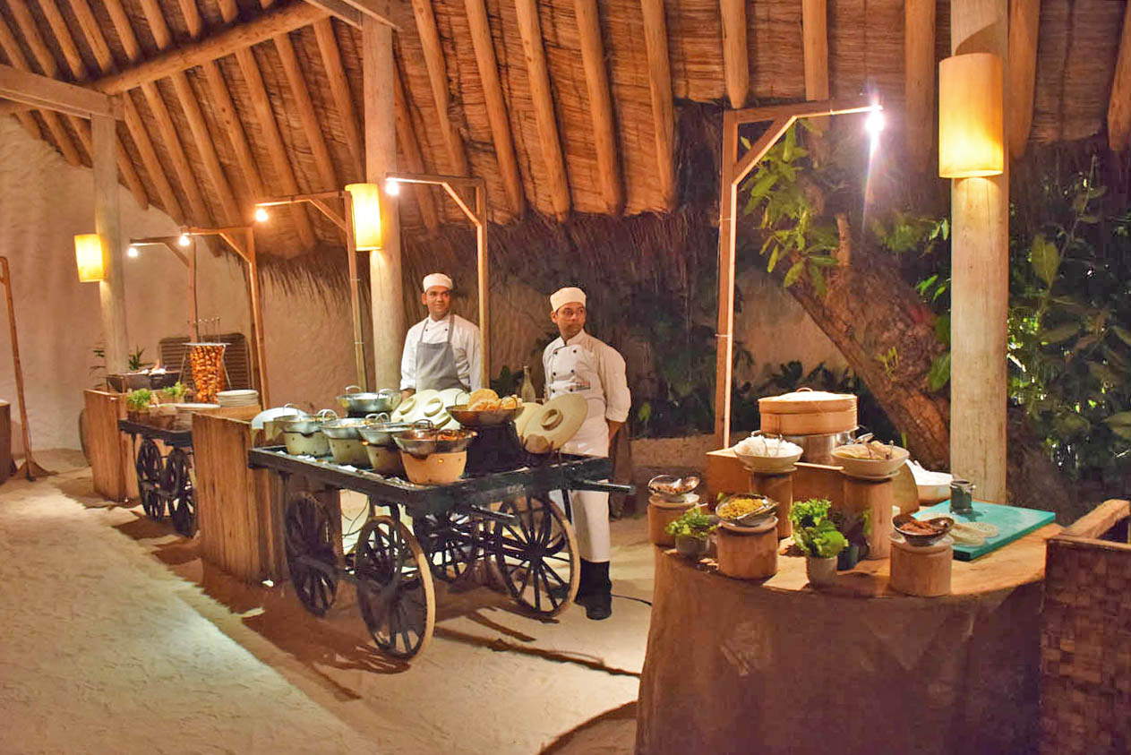Soneva Fushi Maldives - restaurants gastronomy food - Down to Earth by Ravi buffet asian