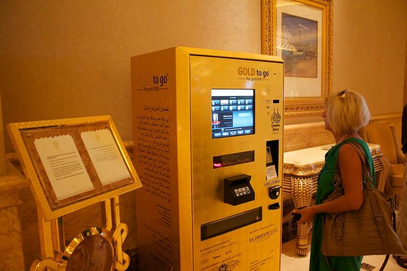 Emirates Palace Hotel Abu Dhabi - Caixa eletrônico de barras de ouro