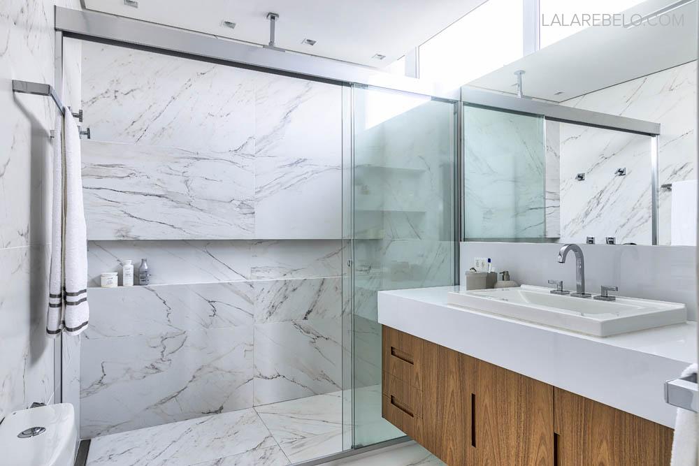 Banheiro branco mármore carrara