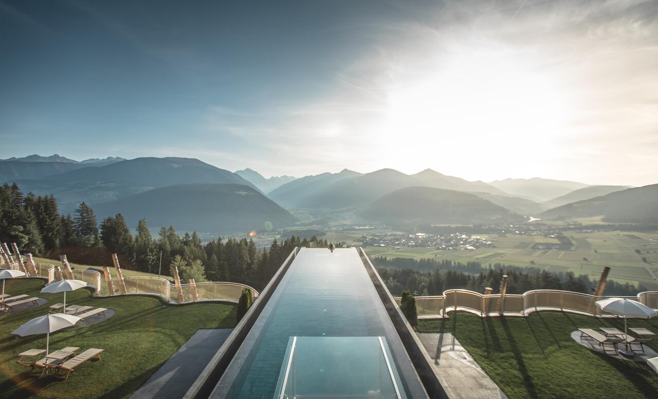 Alpin Panorama Hotel Hubertus - piscina de borda infinita Alpin Panorama Hotel Hubertus Itália - piscina de borda infinita