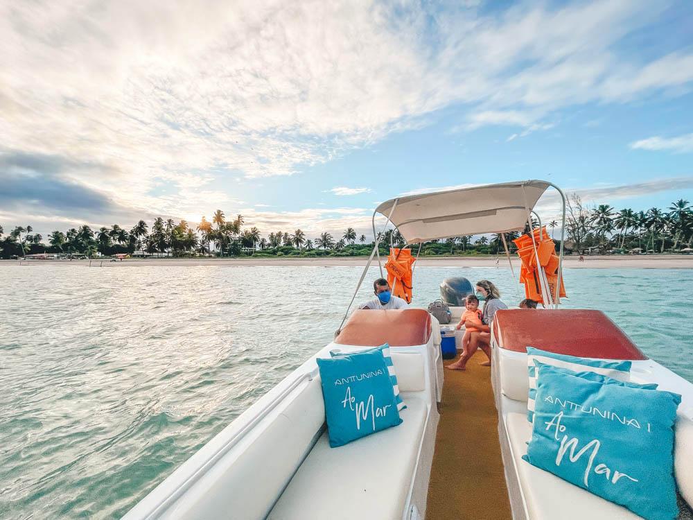 Anttunina ao mar - passeio de barco maragogi